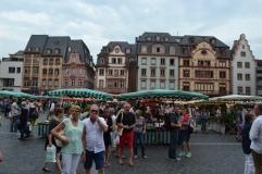 Vom Domeinganz zu den Markthäusern