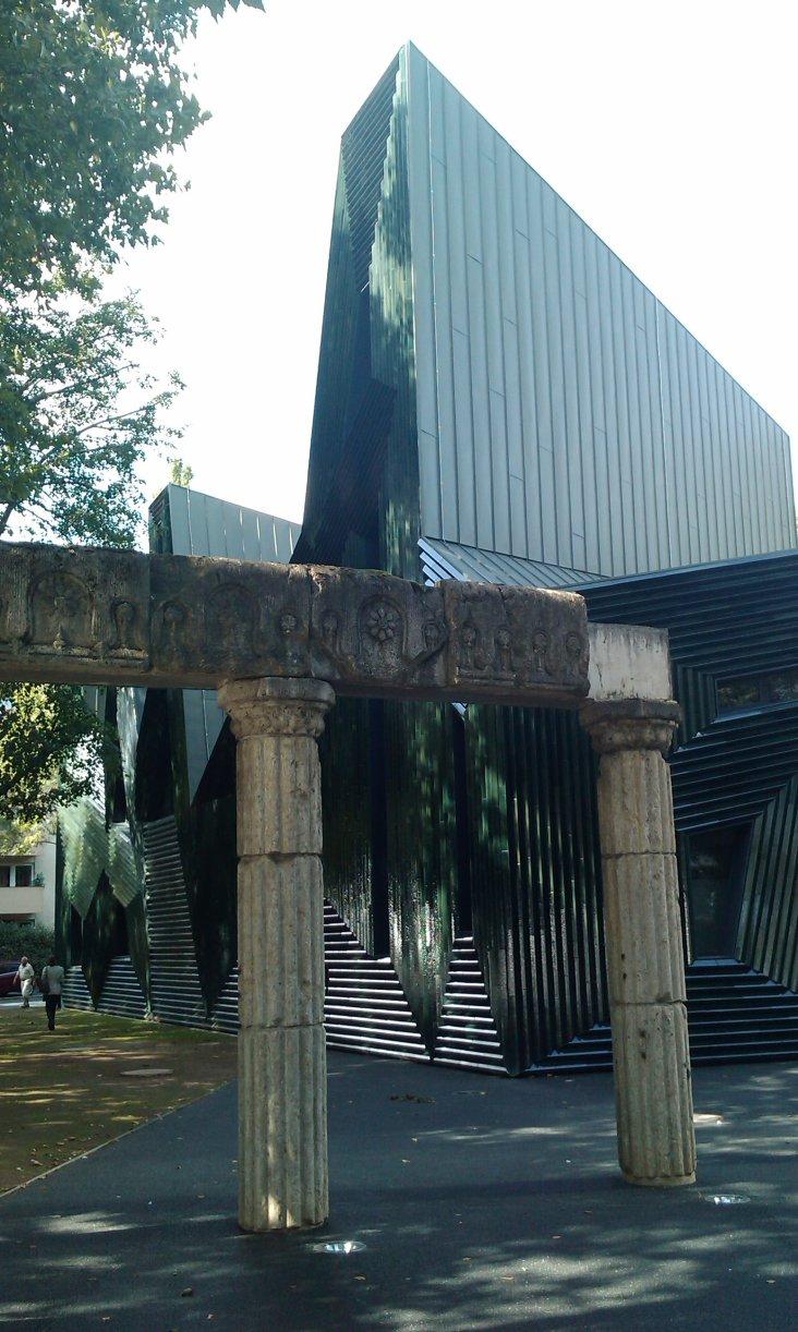 Teile der alten Synagoge vor dem Neubau