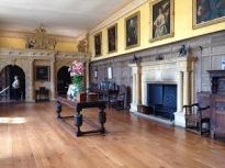 Great Hall mit der Holzvertäfelung. Überlicherweise direkt im EG neben der Eingangstür gehalten (Copyright National Trust).