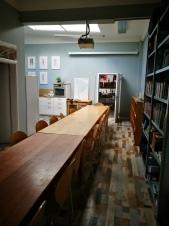 Der Gesellschaftsraum mit Bibliothek, Küche. Gut geeignet für verschiedene Veranstaltungen